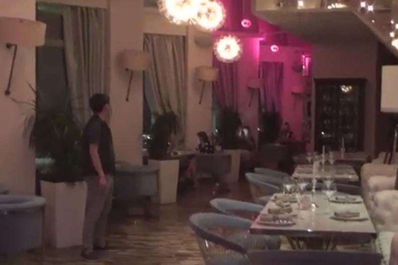Almatydaǵy «Qazaqstan» qonaq úıindegi karaoke-bar kelýshilerdi qabyldaǵan