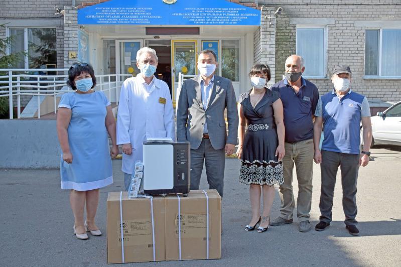 Кислородные концентраторы и пульсоксиметры передали меценаты районной больнице в СКО