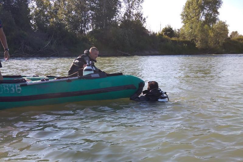 В Павлодарской области четвёртые сутки ищут тело утонувшего вместе с сыном отца