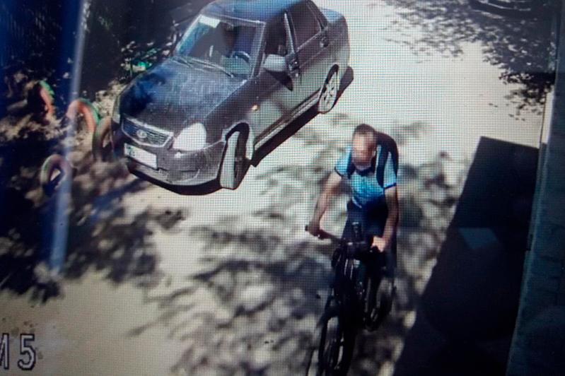 Велосипедист сбил мужчину с 4-летним ребёнком в Павлодаре