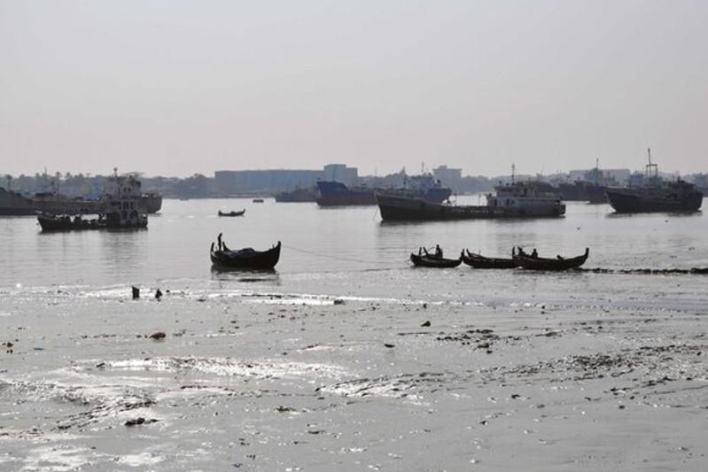 孟加拉国沉船事故致17人死亡