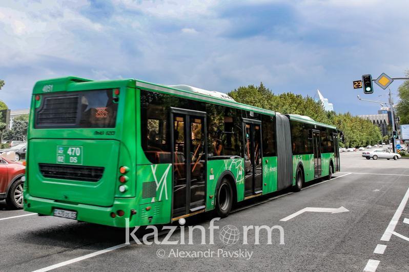 Камера следит за масочным режимом в автобусах Алматы