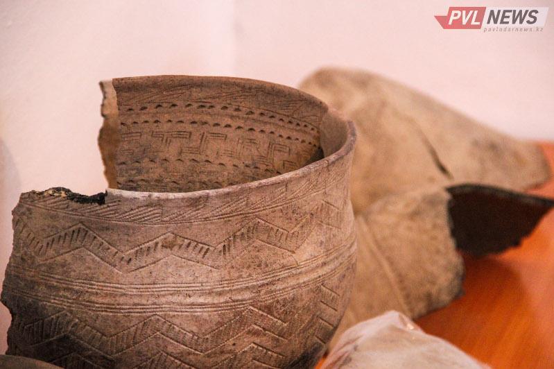 巴甫洛达尔州村民发现青铜时代陶瓷容器