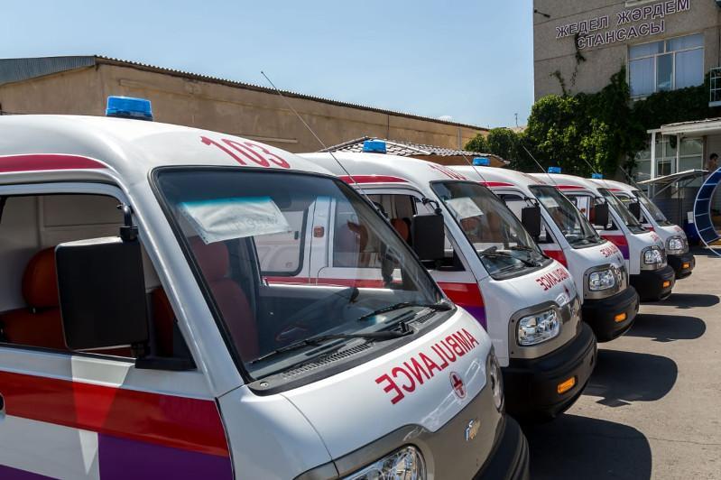 На десять новых автомашин пополнился автопарк Жамбылской станции скорой помощи