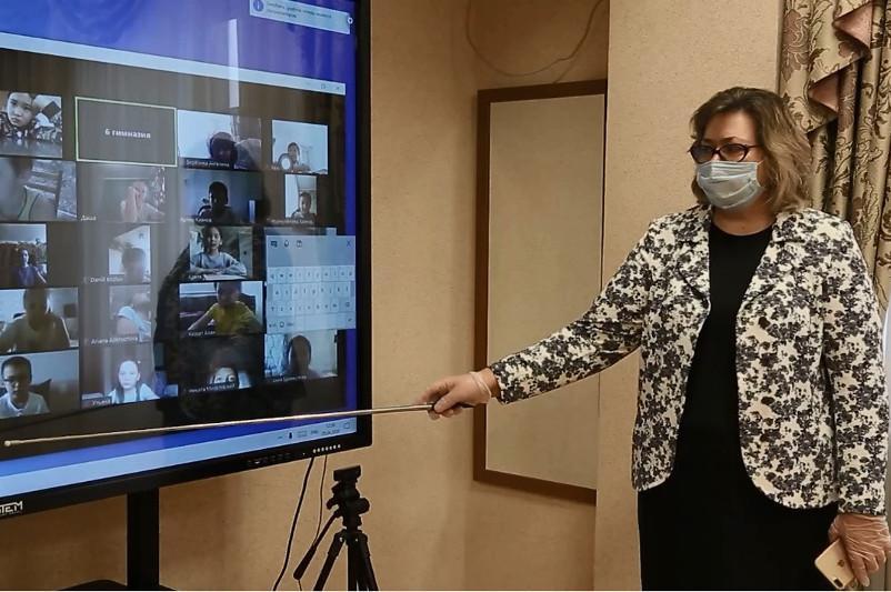 Директорам школ столицы поручено создать виртуальные приемные