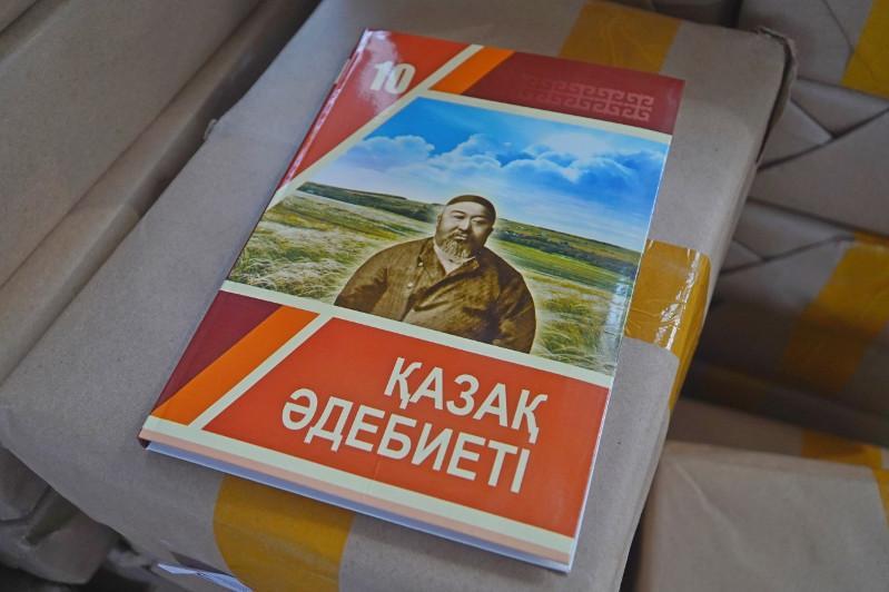В столичные школы распределяются новые учебники