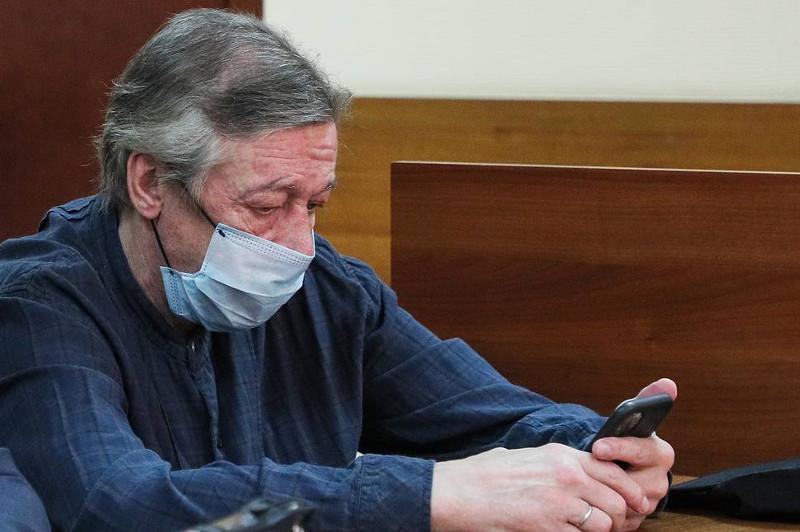 В суде показали видео, где Ефремов подтверждает свое присутствие за рулем в момент ДТП в Москве