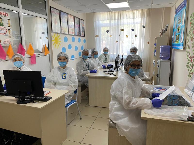 Как работает мобильная группа по борьбе с COVID-19 в Алматы