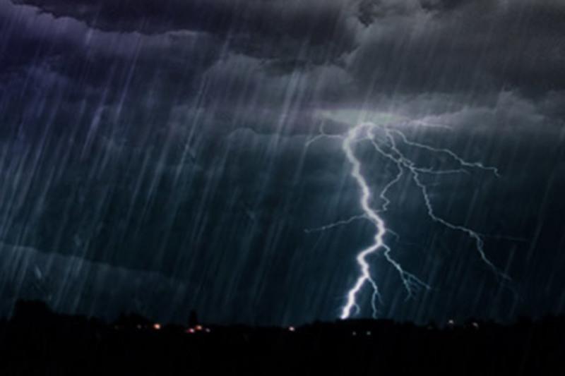 Гроза, град, шквал: штормовое предупреждение объявили в девяти областях РК