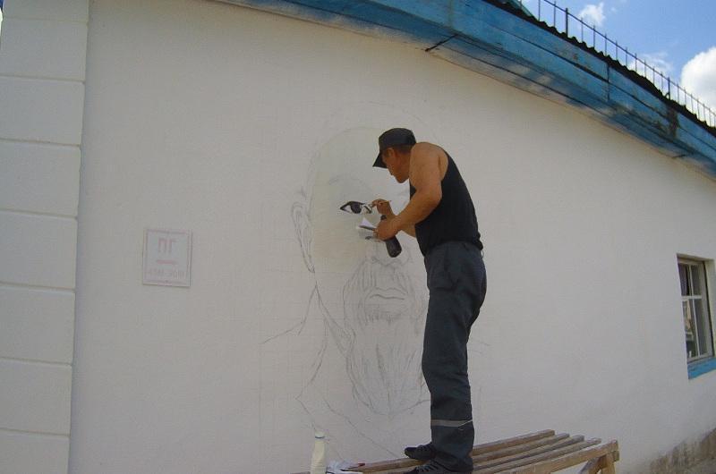 Портрет Абая высотой три метра нарисовал осужденный в СКО