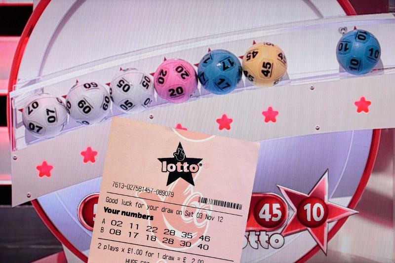 Жұмысынан айырылған ер адам лотереядан 1 млн фунт стерлинг ұтып алды