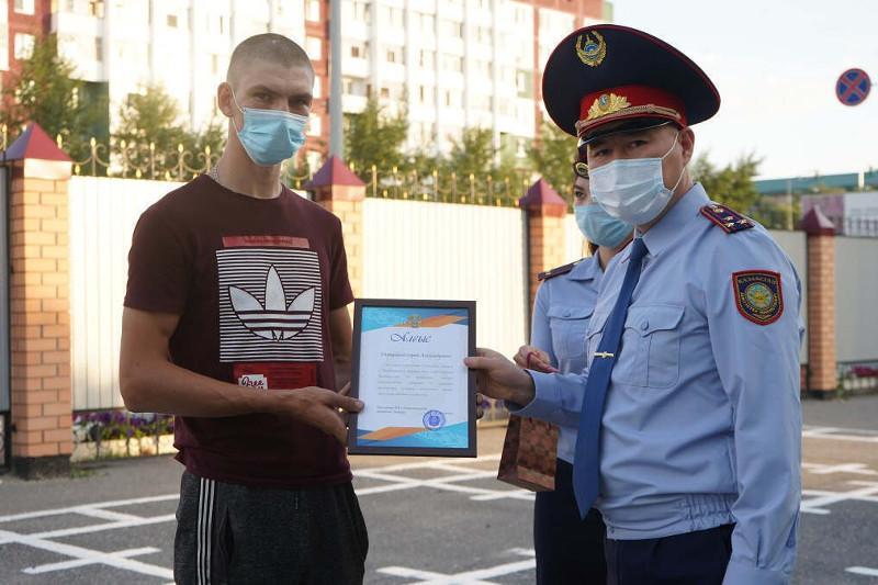 Двух жителей Петропавловска поблагодарили полицейские за помощь при задержании грабителей