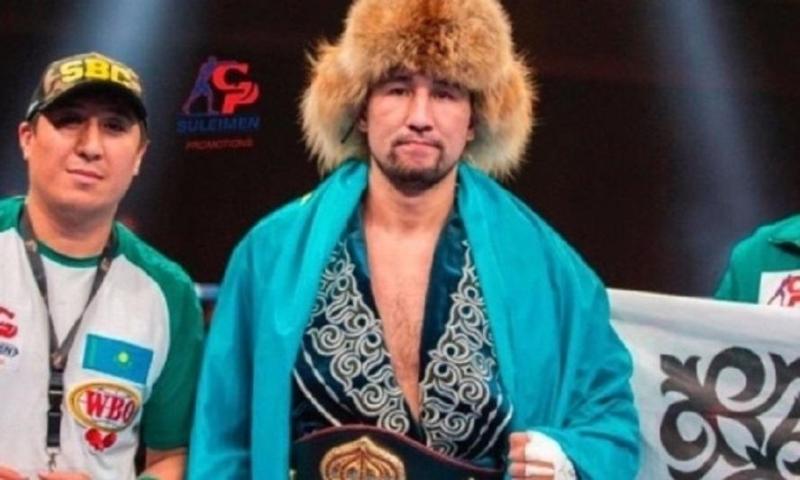 Непобежденный казахстанец вошел в ТОП-10 IBF после защиты трех титулов