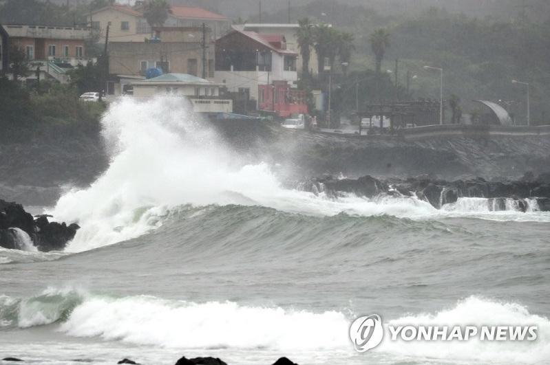 Typhoon Jangmi nears S. Korea amid persisting monsoon season, flights canceled