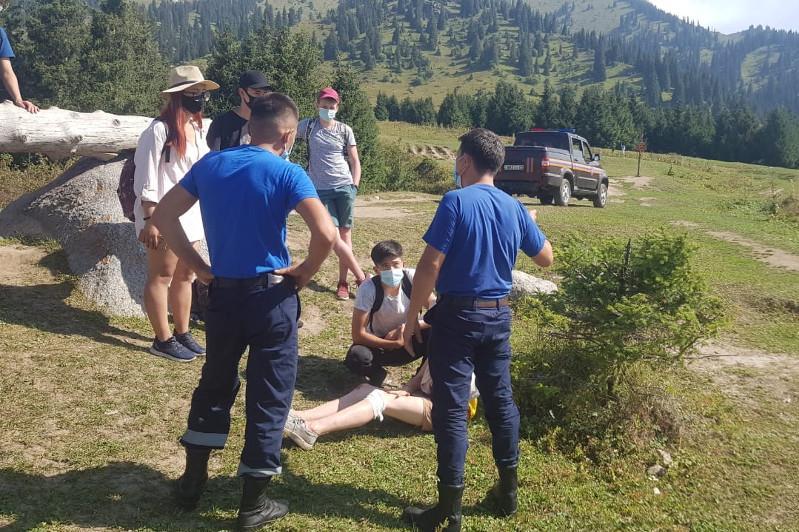 Almaty taýlarynda eki boıjetken jaraqat aldy