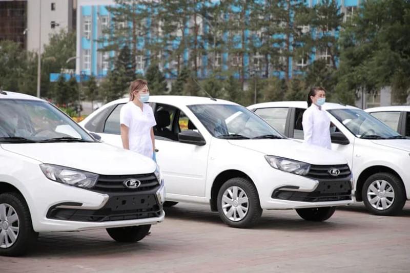 Медучреждениям Семея вручили ключи от новых служебных автомобилей