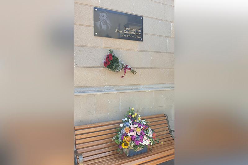 Памятную доску в честь Абая переустановили в Баку