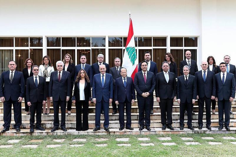 Lebanese leader accepts cabinet resignation