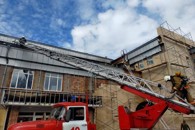 Дом культуры загорелся в Кокшетау: эвакуировано 25 человек