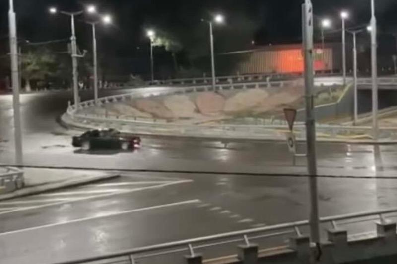 Алматинец устроил ночной дрифт: водителя ищет полиция