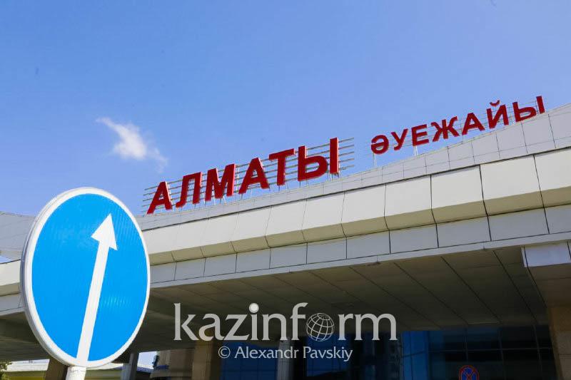 Аэропорт Алматы накажут за переполненный перронный автобус