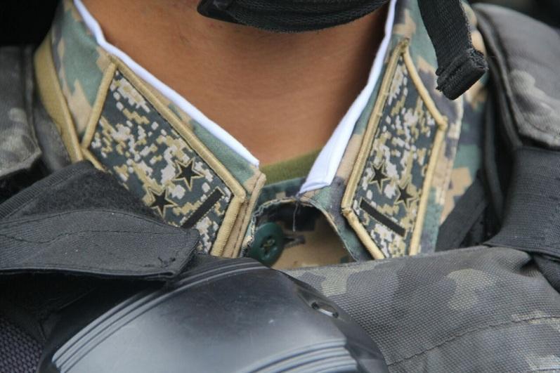 Военнослужащий пострадал при прыжке с парашютом в Актау