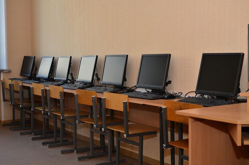 Қашықтан оқу: Даниал Ахметов қанша балаға компьютер берілетінін айтты
