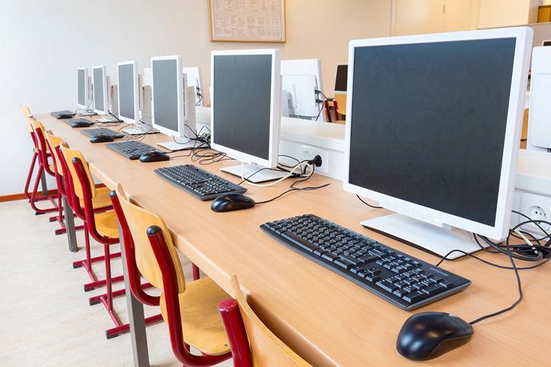 Алматыда 70 мыңнан астам оқушыға компьютер мен ноутбук беріледі