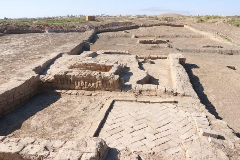 Археологтар көне Түркістанның орнынан керуен сарайы, мектеп, қыш бұйымдар цехын тапты