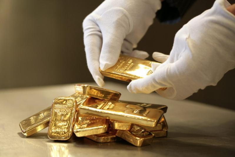 Более 2 700 золотых слитков приобрели казахстанцы в июле