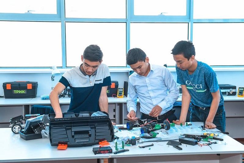 Қызылорда жастары мұқтаж отбасылардың балаларына компьютер құрастырады