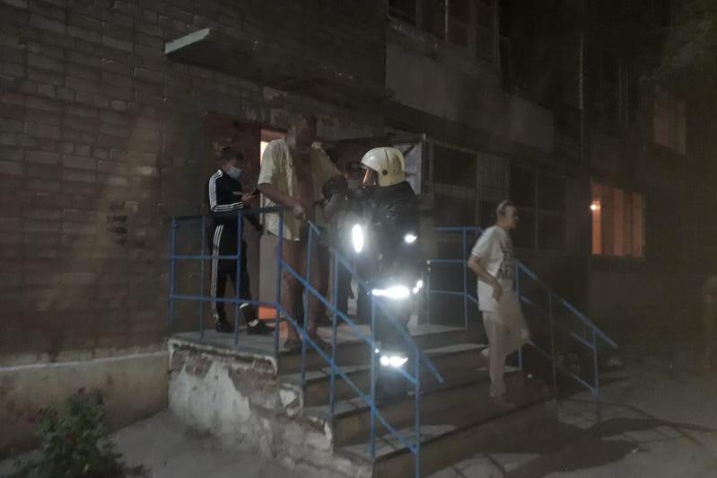 75 человек эвакуировали из-за пожара в общежитии в Семее