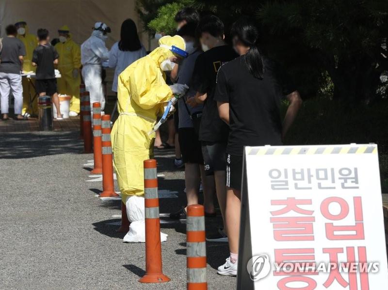 时隔20日 韩国确诊病例再度破百