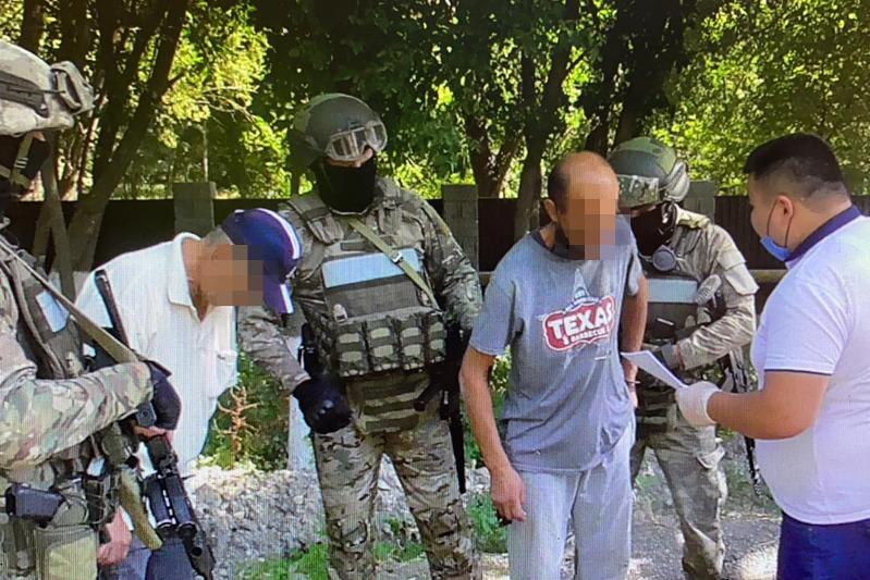 Мешок марихуаны и синтетические наркотики изъяли туркестанские полицейские