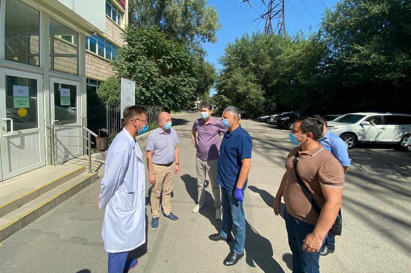 Депутаты Мажилиса посетили частный провизорный центр в Алматы
