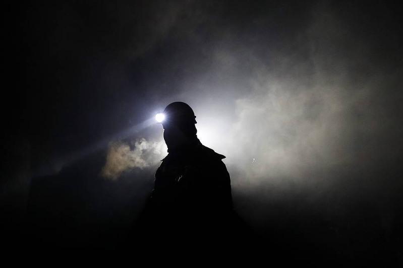 Четыре человека погибли при обрушении ленточного конвейера на шахте в России
