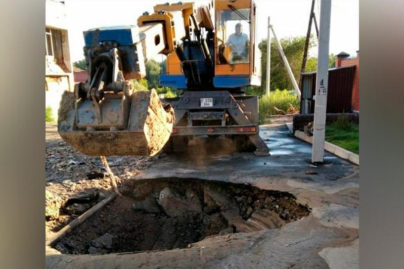 Из-за порыва трубопровода свыше 350 абонентов остались без воды в Семее