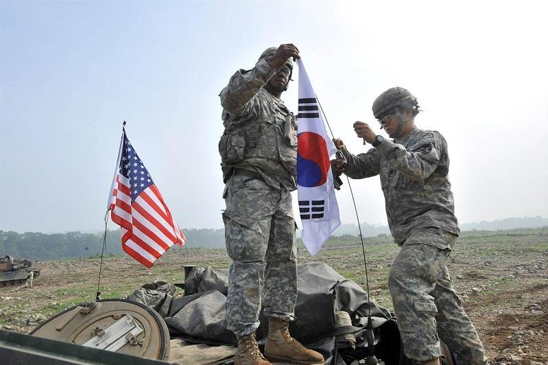 韩美两国举行联合军事演习