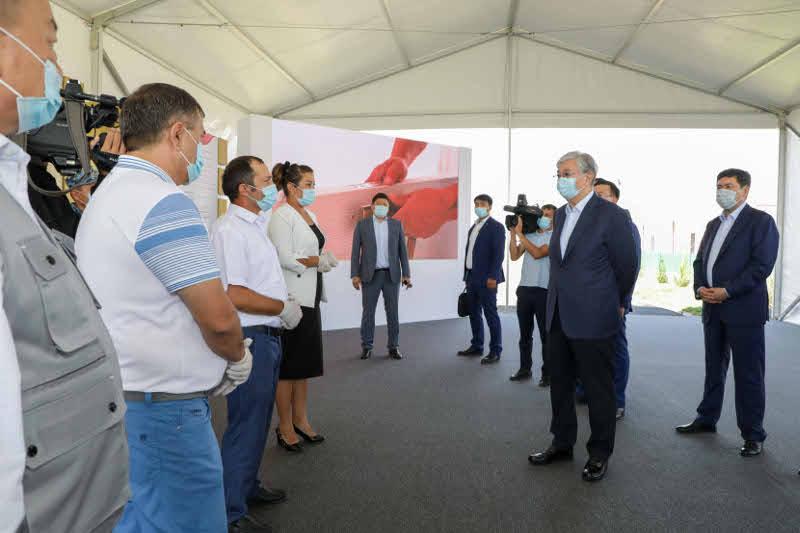 托卡耶夫总统视察突厥斯坦州灾后重建工作