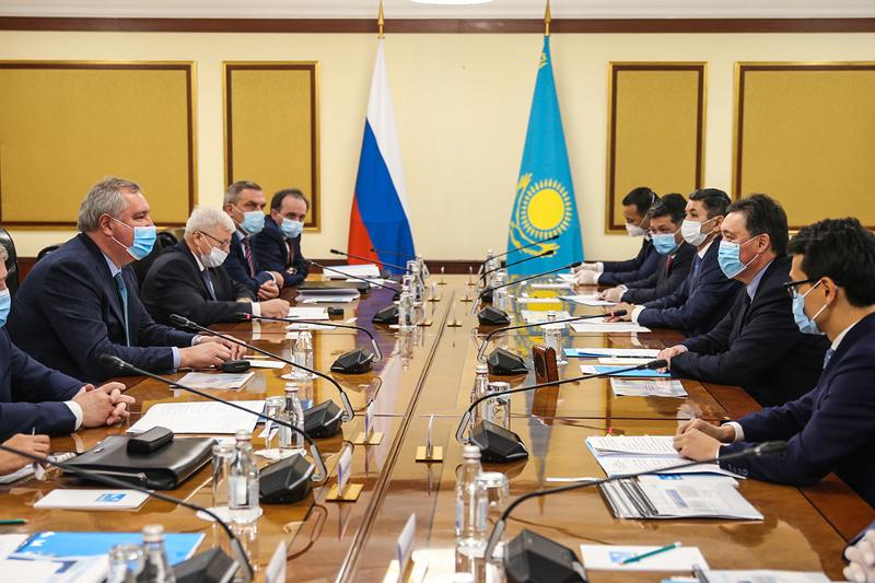 哈政府总理与俄罗斯航天局总干事讨论太空领域合作事宜