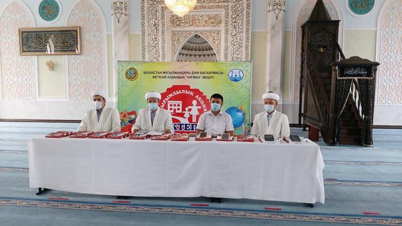 Смартфоны и планшеты подарили 47 детям имамы Жетысайского района Туркестанской области