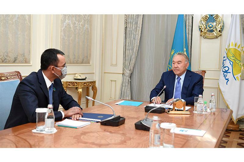 首任总统接见参议院议长阿什姆巴耶夫