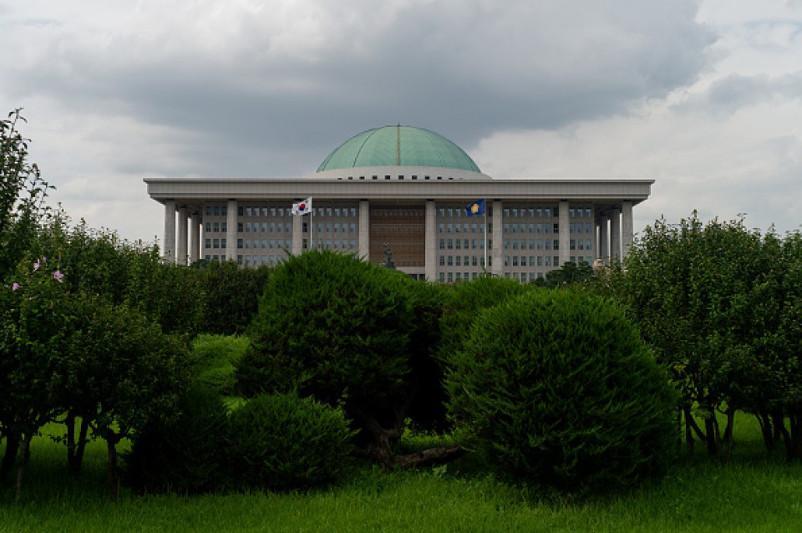 Оңтүстік Кореяда коронавирустың өршуіне байланысты парламент жұмысын тоқтатады