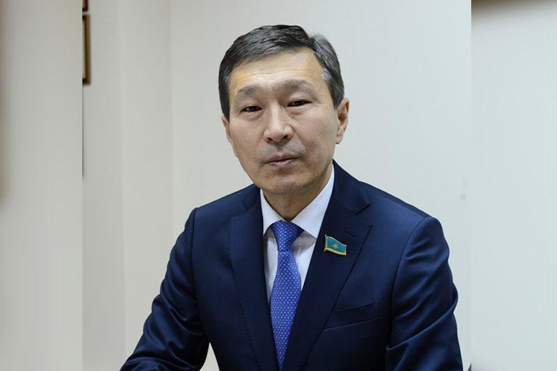 努尔兰·阿布德洛夫被任命为参议院议员