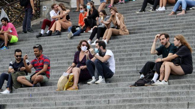 Коронавирус в мире: Париж снова в масках, Ангела Меркель предупреждает о трудной зиме