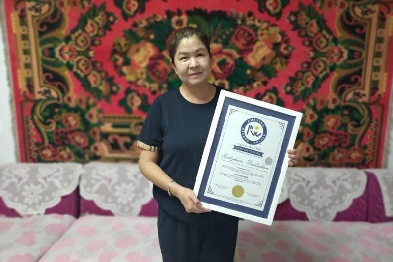Қытайдағы қандасымыз Гиннестің рекордтар кітабына енді - Шетелдегі қазақ тілді БАҚ-қа шолу