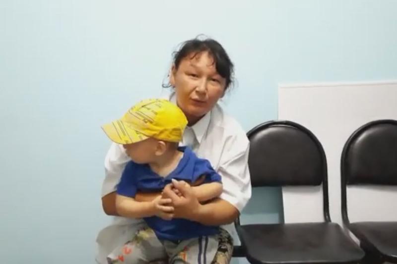 В Атбасаре нашли малыша, которому нет и двух лет