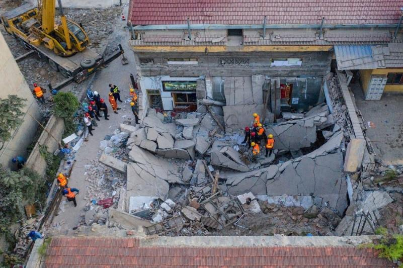Қытайда екіқабатты қонақүй құлап, 29 адам мерт болды