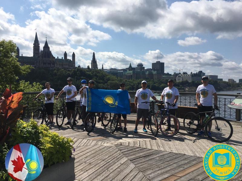В Канаде состоялся велопробег в честь 25-летия Конституции Казахстана