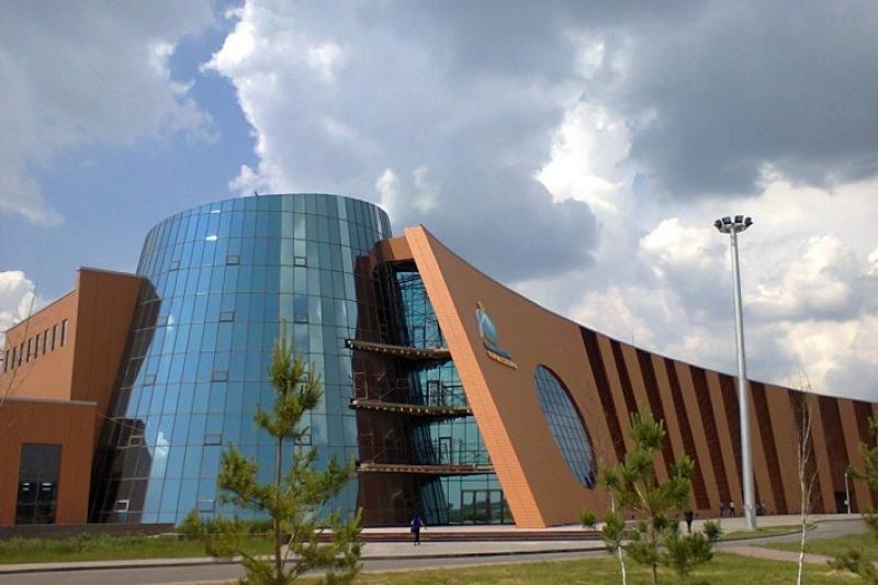Служу казахстанскому космосу!  - представителей Казкосмоса наградили медалями к 25-летию Конституции